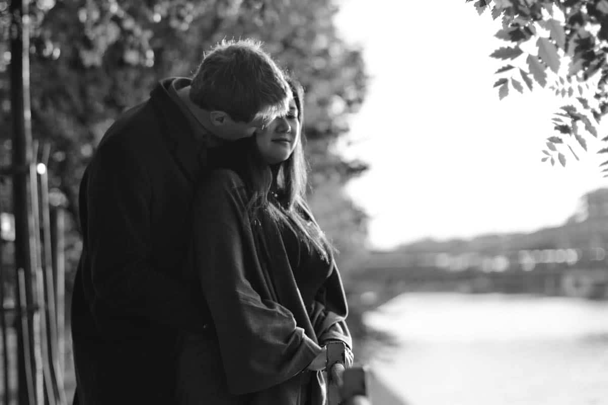 Petite promenade d'automne en couple sur l'Ile aux Cygnes et sur le pont Bir Hakeim à Paris