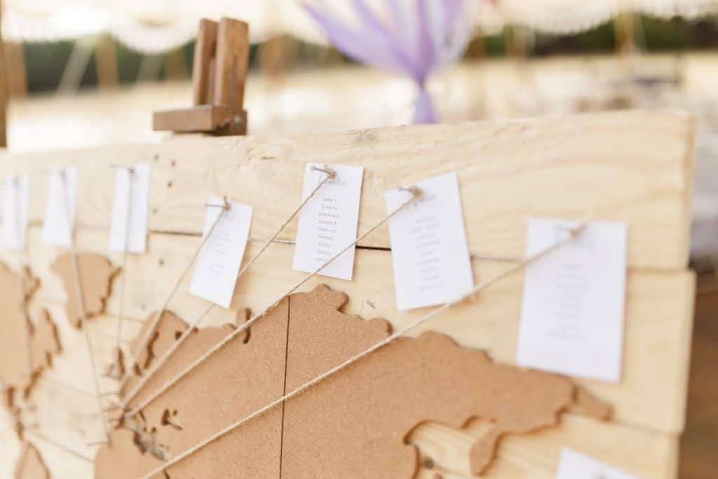 un mariage chic aux couleurs lavande et Olive dans le Gard
