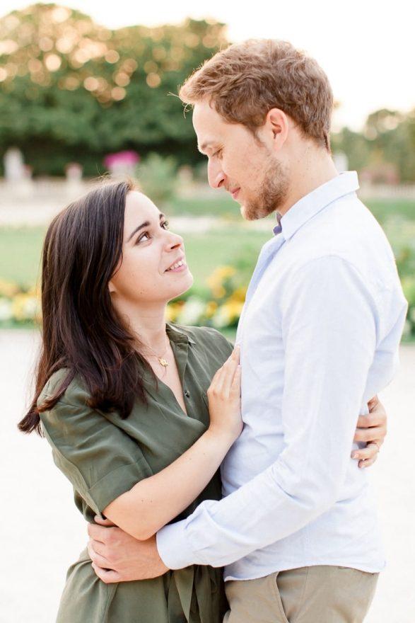 Romantic-engagement-session-in-Paris-Mickael-Barbier-25